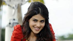 Genelia D&#8217;Souza Smiling In Red Top In Naa Ishtam